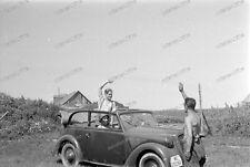 Negativo-Half nude Soldier-man play Adolf Hitle. - Luftwaffe-Wehrmacht-sd.kfz-2