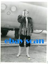 TWIGGY Vintage Original Photo '67 Outside Heathrow Airport RARE Thirties Fashion