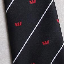 Logotipo Corbata Vintage Retro Crest Motif Negro Rojo Blanco Con Rayas 1970s 1980s Tee Dee