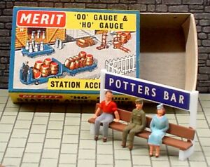 MERIT 5088 STATION NAME BOARD SEAT WITH 3 HAND-PAINTED FIGURINES (QTY 1) NOS