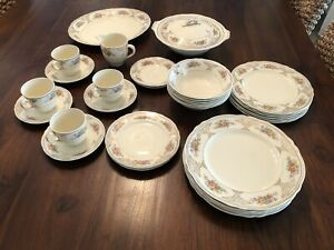 RARE GRINDLEY Cream Petal Dinner Service - 34 Piece Incomplete - Made in England