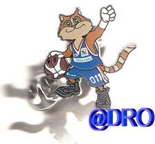 Pin + baloncesto + FIBA em 2005 + mascota #1 + nuevo