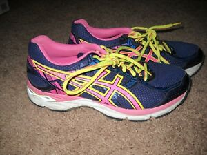 WOMENS RUNNING SHOES--ASICS SIZE 8.5 NAVY