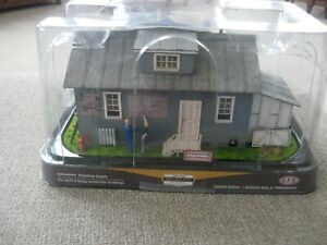 O Scale Menards Gold Line Collection #279-1902 Menards Plumbing Supply Building