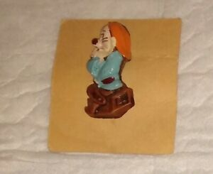 """Snow White Seven Dwarfs syroco syrocco figural 3d pin vintage ;ate 30""""s on card"""