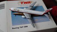 BOEING 767-300-Modellflugzeug-TWA Trans World Airlines-1:500-Herpa Wings-Modell