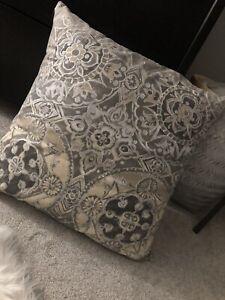 Rare Pottery Barn Jacquelyn 24 X 24 Pillow Gray Grey Medallion