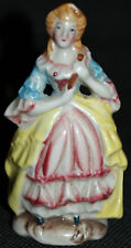 Ancienne figurine porcelaine d'une dame élégante du 18e