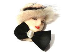 Bijou lucite et fourrure broche tête de femme chapeau vintage année 80 brooch
