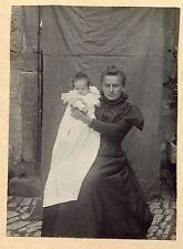 photo ancienne . Marion NEY de Forbach avec sa fille .  1903