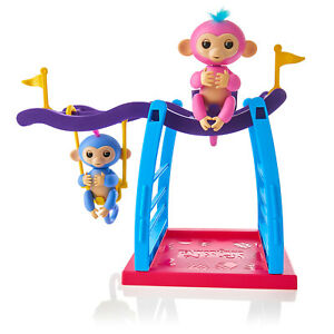 Fingerlings 2 Monkey Play Set - 2 Monkeys (Liv & Simona) + Monkey Bar and Swing
