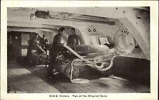 Schiffsfoto-AK Ship Photo ~1940/50 HMS VICTORY Gun`s Crew Kanonen Seeleute
