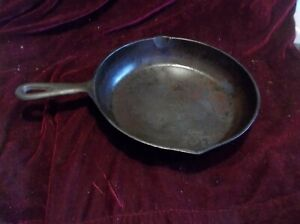 "VINTAGE CAST IRON SKILLET / FRYING PAN NO 7, 10 1/4"", MADE IN USA."