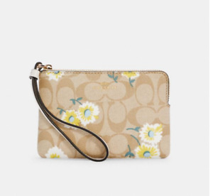 NWT COACH Corner Zip Wristlet Signature Canvas Daisy Print Fits iPhone Android