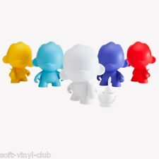 Kidrobot MUNNYWORLD Micro Foomi 2.5-Inch Multicolor Edition - random blindbox