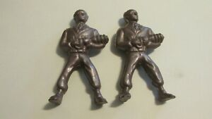 2 VINTAGE PLASTIC TOY SPACE MEN WITH RAY GUNS
