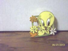 New listing 1998 Warner Bros Looney Tunes Tweety Bird With Flowers Metal Pin