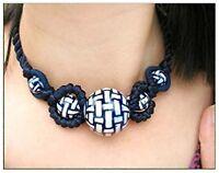 Collier pendentif femme Macramé De Satin Bleu nuit et perles porcelaine Blanche
