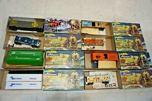 SUPER LOT OF 8 ATHEARN HO TRAINS ROLLING STOCK & CABOOSES
