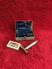 VINTAGE SAFETY RAZOR WITH ORIGINAL BOX AND BLADES