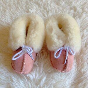 Minnetonka Sheepskin baby Moccasin Pink Size 4 Leather & Fleece Boots Girl