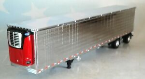 DCP RED  REEFER CHROME SIDE SPREAD AXLE TRAILER 1/64 60-0775 T
