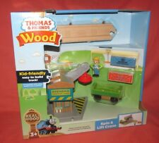 BRAND NEW = THOMAS & FRIENDS WOOD WOODEN RAILWAY SPIN & LIFT CRANE = FHM70