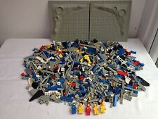 LARGE LOT OF MIXED LEGO SPACE PARTS.