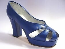 Just The Right Shoe New Heights 25019 Miniature Collectables