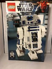 Brand NEW in Box Hard to find LEGO (10225) R2D2 Star Wars (located in Sydney)