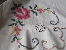 Tischdecke  N  E  U  champagnefarben  Stickerei + Häkeleinsätze 126 x 170  cm