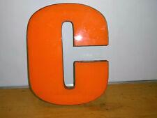 Ancienne Grande Lettre C orange 41 cm ,années 70s vintage déco indus, vintage
