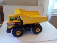Vintage Tonka Mighty Diesel Dump Truck Xmb 975