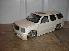 Nice 1/18 JADA Dub City 2002 Cadillac Escalade Lowrider with Spinners