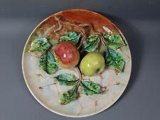 Ancienne assiette barbotine branchage de pommes en relief Vers 1900.
