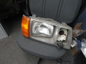 Mercedes Headlight Right  126 300SD 500SEL 300SE 300SEL 280SE 380SEL 280SEL