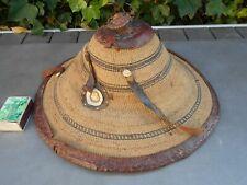 Très ancien chapeau en paille et cuir origine Asie, à identifier et restaurer.