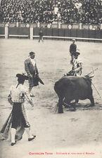 CPA CORRIDA TAUROMACHIE TOREADOR doblando el toro ante el matador timbrée