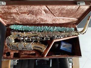 Sax contralto yamaha usato. Come da foto manca solo di un tastino in madreperla.