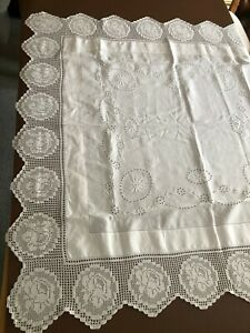 VINTAGE LINEN EMBROIDERED TABLECLOTH -BEAUTIFUL CROCHET COTTON LACE BORDER