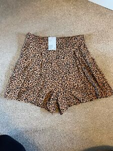 BNWT H&M Leopard print shorts with side pockets Size 12