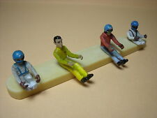 4  FIGURINES 1/43  SET 74  PILOTES  DRIVERS  VROOM  A  PEINDRE