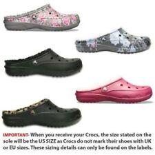 Sandales et chaussures de plage noirs Crocs pour femme