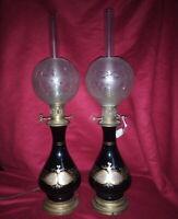 Belle paire de lampes à pétrole, décor de feuilles et fleurs dorées Nap III
