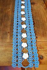 Tischläufer, Tischband gehäkelt, blau mit weißen Häkelblumen, 100 % Baumwolle