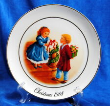 Christmas Memories Porcelain Wall Plate 24K Gold Trim Decoration Avon 1984