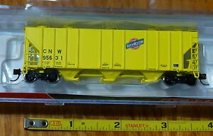 BLMA Models N #11068  (Rd #95631) CNW (Yellow)  PS-4000 Covered Hopper