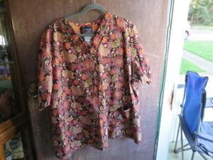 Honolulu Scrjubs brown floral print scrub top XXXL