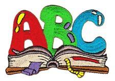 bg94 ABC Schule Buch Buchstaben Aufnäher Bügelbild Applikation 7,4 x 5,0 cm