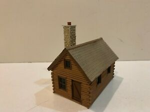 CUTE HOMEMADE/SCRATCHBUILT On30 (OR On3)  LOG CABIN STYLE HOUSE